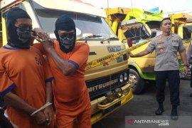 Polresta Cirebon bekuk dua pembajak truk mengaku petugas polisi