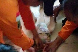 Seorang balita perempuan meninggal setelah ditemukan di parit kecil