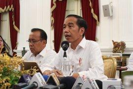 Jokowi: BUMN harus dirombak total
