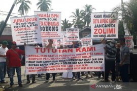 Warga perumahan Griya Ampang Kualo demo BPN Kota Solok