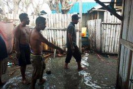 BPBD Buru tinjau dampak air laut pasang di Desa Bara