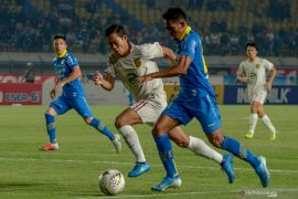 Sepuluh pemain Persela permalukan Persib di Bandung