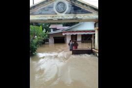 Banjir merendam sejumlah rumah warga Boyan Tanjung Kapuas Hulu