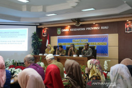 40 orang aparatur kesehatan Sijunjung studi tiru ke Riau