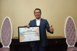 Ridwan Kamil terima penghargaan Gubernur Entrepreneur Award dari Markplus