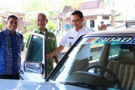 Komunitas Mercedes Benz turing keliling di Kalimantan