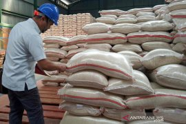 Stok beras Bulog Cirebon mencukupi hingga Juli 2021