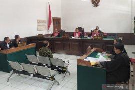 Mantan Dirut PD Pasar Bandung didakwa gelapkan aset untuk bisnis garam