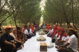 Relawan Risma gelar tumpengan di Hutan Pakal Surabaya