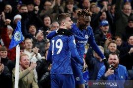 Chelsea pangkas jarak dengan City usai bekuk Aston Villa
