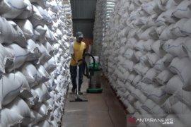 Bulog memastikan cadangan beras di gudang Sukabumi dalam kondisi baik
