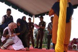 33 pelanggar syariat Islam jalani hukuman cambuk di Aceh Tamiang