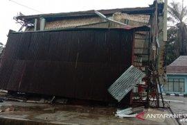 Pemkab Mukomuko hentikan operasional SPBU yang ambruk