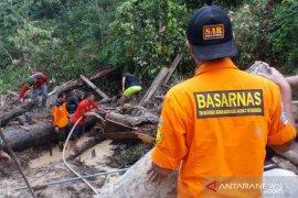 Dua korban tanah longsor di Rohul ditemukan meninggal dunia