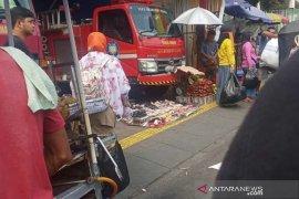 Satpol PP DKI temukan dagangan PKL dalam Pos Damkar Tanah Abang