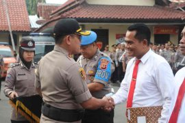 Kapolres Cirebon Kota beri penghargaan delapan anggota Satnarkoba