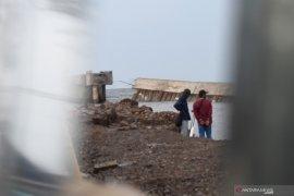 Kementerian PUPR: Tanggul jebol di Pelabuhan Nizam Zahman sepanjang 176 meter