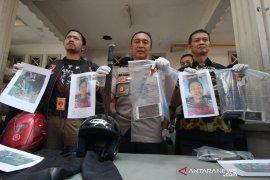 Dua begal sadis spesialis perampas motor ditembak polisi di Surabaya, seorang tewas
