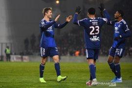 Lyon menang 4-0 lawan sembilan pemain Nimes