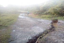 Jalan Sawit Seberang Langkat amblas akibat abrasi Sungai Mati