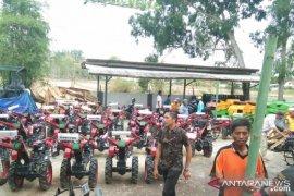 Dorong peningkatan produksi pertanian, Pemkab Sampang beri bantuan alsintan