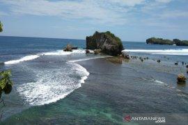 "Dispar Kabupaten Gunung Kidul gelar ""Beach Camp and Run 2019"""
