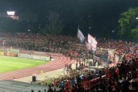 Pewarta Lampung protes panitia pertandingan Perseru Badak Lampung-Persija