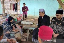 Anggota DPR kunjungi penderita lumpuh usai melahirkan di Aceh Timur