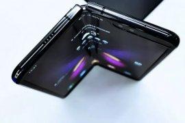 Kamera  samsung layar lipat 108MP dan 5x zoom.
