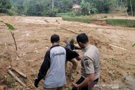 Longsor di Cilangari Bandung Barat rusak akses jalan warga