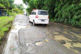 Jalan ke ibukota Simalungun perlu perbaikan