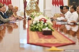 President receives World Stop TBC Action delegation at Merdeka Palace