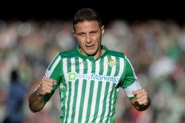 Penyerang Real Betis Joaquin jadi pencetak trigol tertua di La Liga