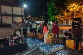 Polda Malut sita ribuan botol miras Cap Tikus  dari Manado