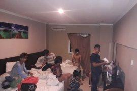 Mengejutkan, 12 ABG ditangkap saat pesta sabu di kamar hotel