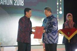 Wali Kota Solok terima penghargaan Kota Peduli HAM 2019
