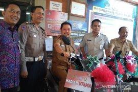 Bapenda Bali beri hadiah sepeda motor bagi warga taat pajak