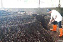 Lumbung Ternak ACT di Tasikmalaya hasilkan 300 karung pupuk organik per hari