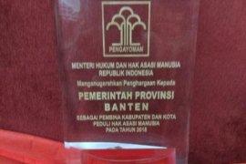 Gubernur Wahidin Raih Penghargaan Pembina Kabupaten/Kota Peduli HAM