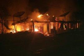 Dua unit rumah hangus terbakar di Sitahuis Tapteng
