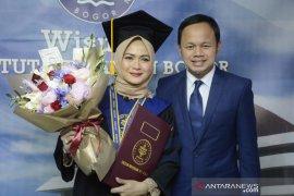 Istri Wali Kota Bogor Bima Arya diwisuda di IPB University