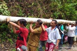 Wabup Sijunjung terlibat gotong royong sama warga, antisipasi bencana