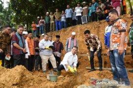 Bupati Tapsel lakukan peletakan batu pertama pembangunan Tribun MTQN ke-52