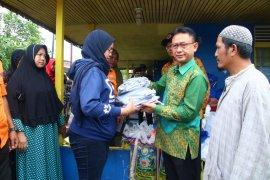 Edi Kamtono serahkan bantuan pada korban kebakaran Gang Bunga