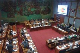 Mendikbud tegaskan UN tidak dihapus namun diganti asesmen kompetensi