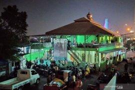 Warga Tamansari Bandung mengungsi ke masjid usai pembongkaran