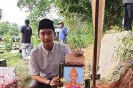 Jenazah mantan Ketum PB HMI Sulastomo dimakamkan