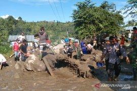 Istri korban banjir bandang ini selamat karena tidak di rumah