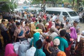 Baharkam Mabes Polri bantu ribuan warga prasejahtera di Sampang