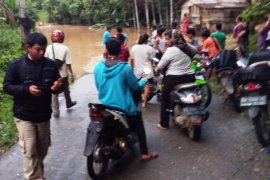 Ribuan warga Dharmasraya terisolasi akibat banjir